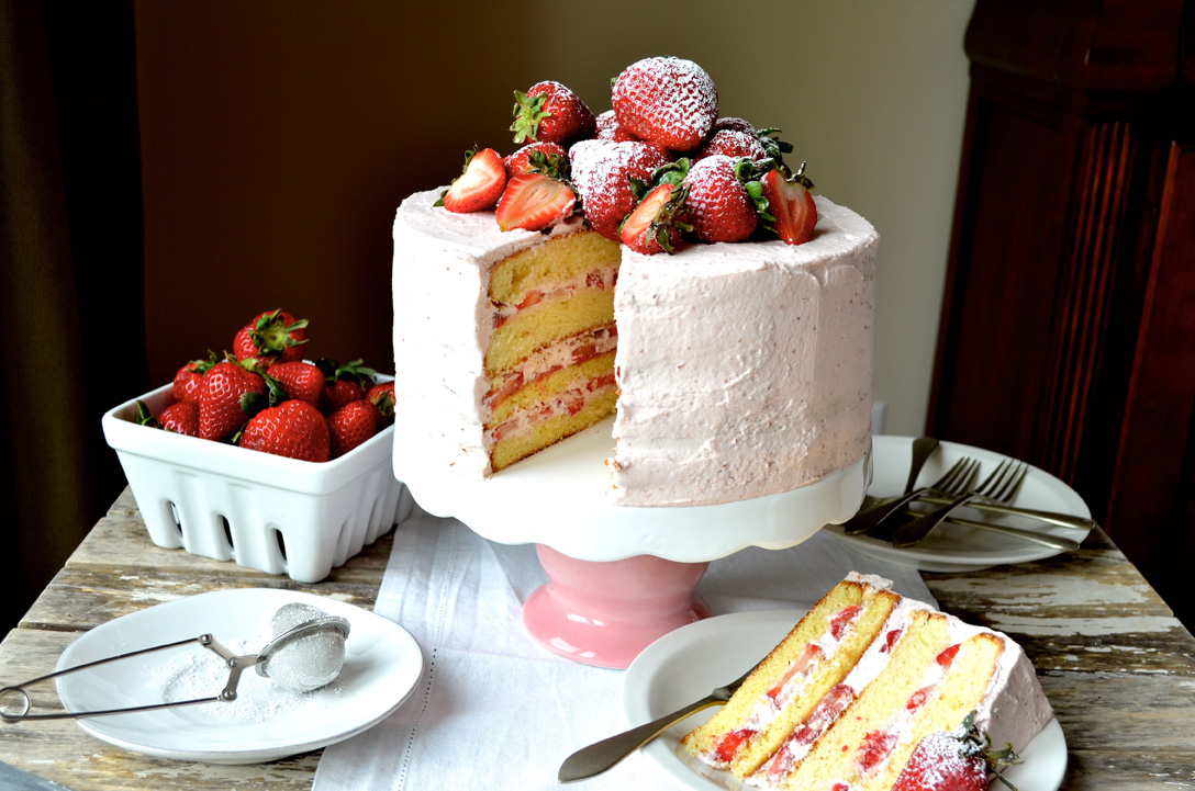 Strawberry sponge cake with strawberry frosting, Mama ía blog